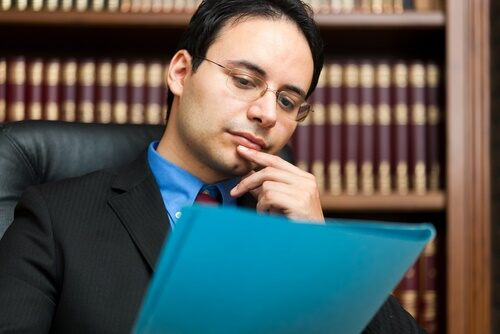 4 Reasons You'll Save Money by Using a Lawyer for Contracts ...