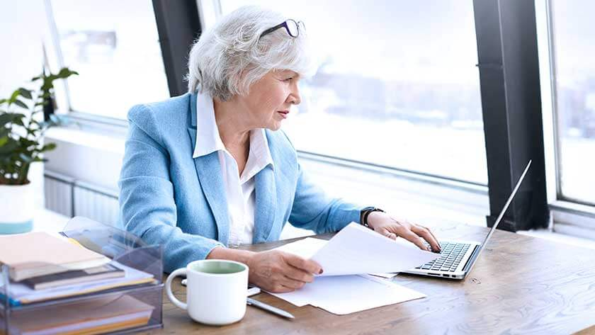 senior-businesswoman-on-laptop